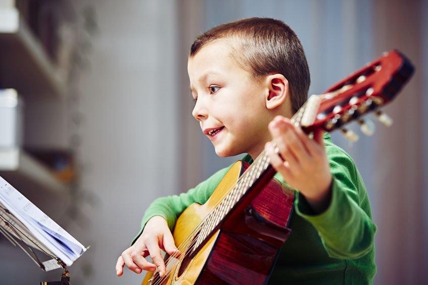 Help, hoe koop ik de eerste gitaar voor mijn kind!?